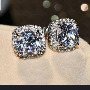 Jewelry - Beautiful rhinestone princess cut earrings